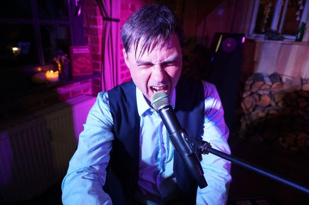 tom engel wildes performen