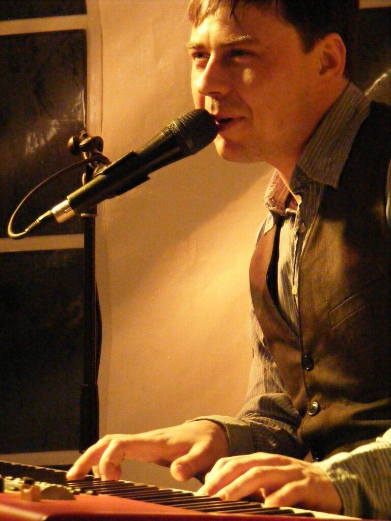 tom engel am piano